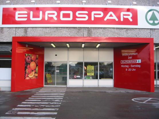 Rahmen für Werbeplakate sowie Stahlunterkonstruktion für den Eingangsbereich