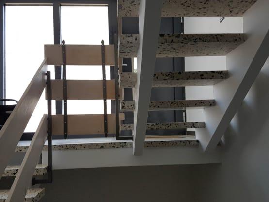 Treppengeländer mit Holzbretter