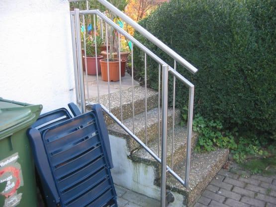 Treppengeländer aus Edelstahl mit Füllstäben