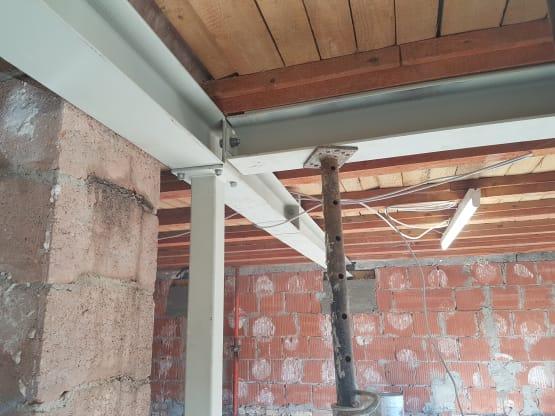 Stahlträger zum abfangen der Decke zum entfernen von tragenden Wänden