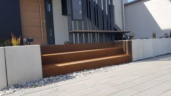 Blechtreppe gekantet aus wetterfestem Baustahl / Cortenstahl