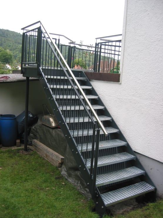 Wangentreppe duplexbeschichtet mit Blechstufen