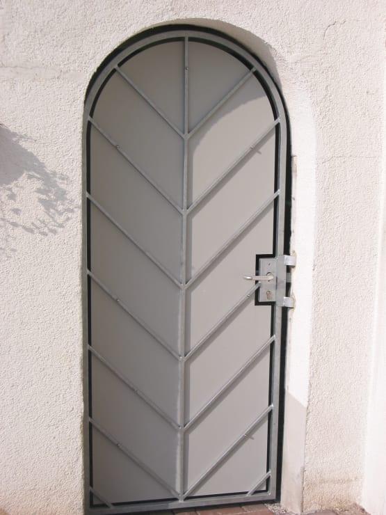 Türgitter feuerverzinkt mit Sichtschutz und diagonalen Füllstäben